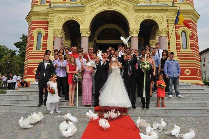 Inchiriez porumbei albi pt. nunti, Craiova